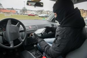 Autoradio vor Diebstahl sichern
